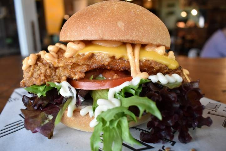 SOUTHERN FRIED CHILLI CHICKEN BURGER